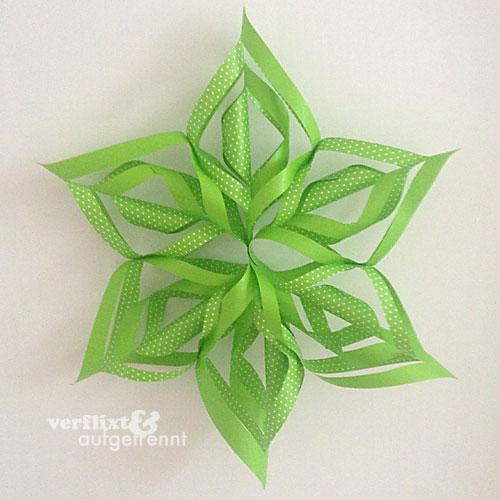 Weihnachtsdeko: Wunderschöne Papiersterne oder Schneeflocken basteln